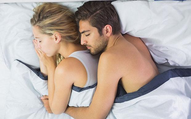 BEWEZEN: Lang slapen is goed voor je relatie