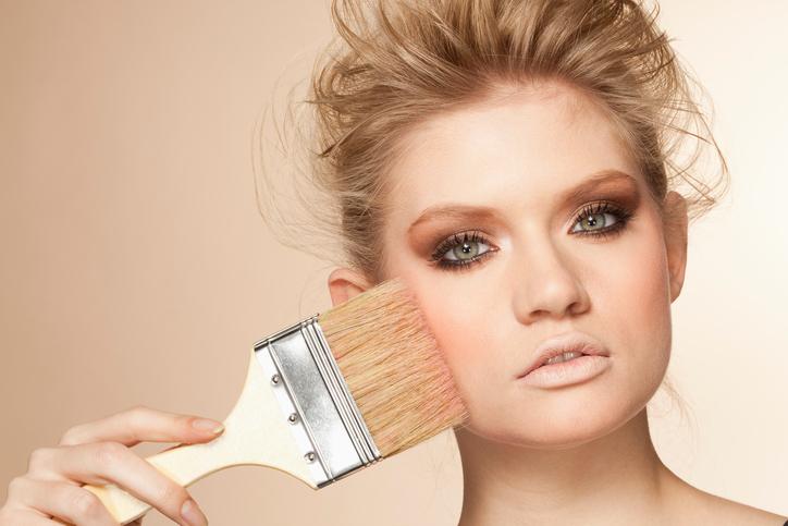 Bewezen: Mannen knappen af op te veel make-up