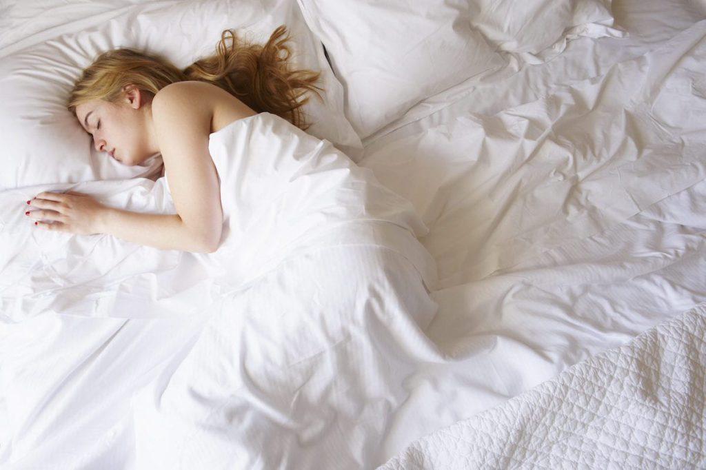 Bewezen: Slapen aan de rechterkant van bed maakt chagrijnig