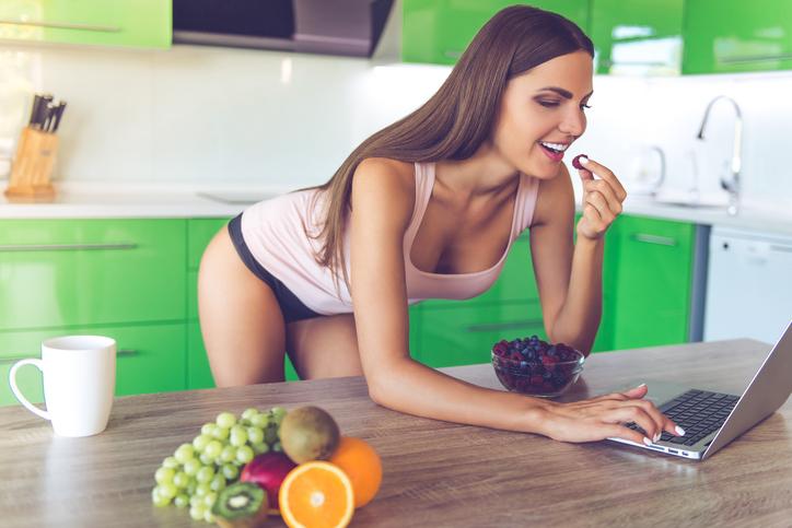 Bewezen: vrouwen denken vaker aan eten dan aan seks