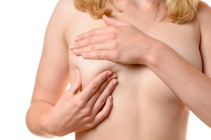 Een borstmassage helpt echt voor stevigere borsten!