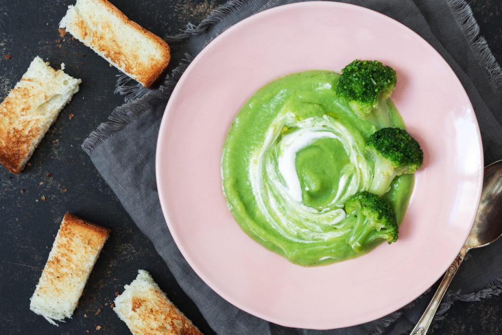 Broccolisoep (met toast met groene pesto)