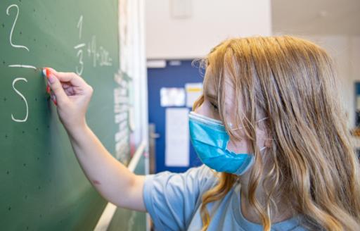 Scholen spelen amper rol in verspreiding Covid-19, blijkt uit resem internationale studies
