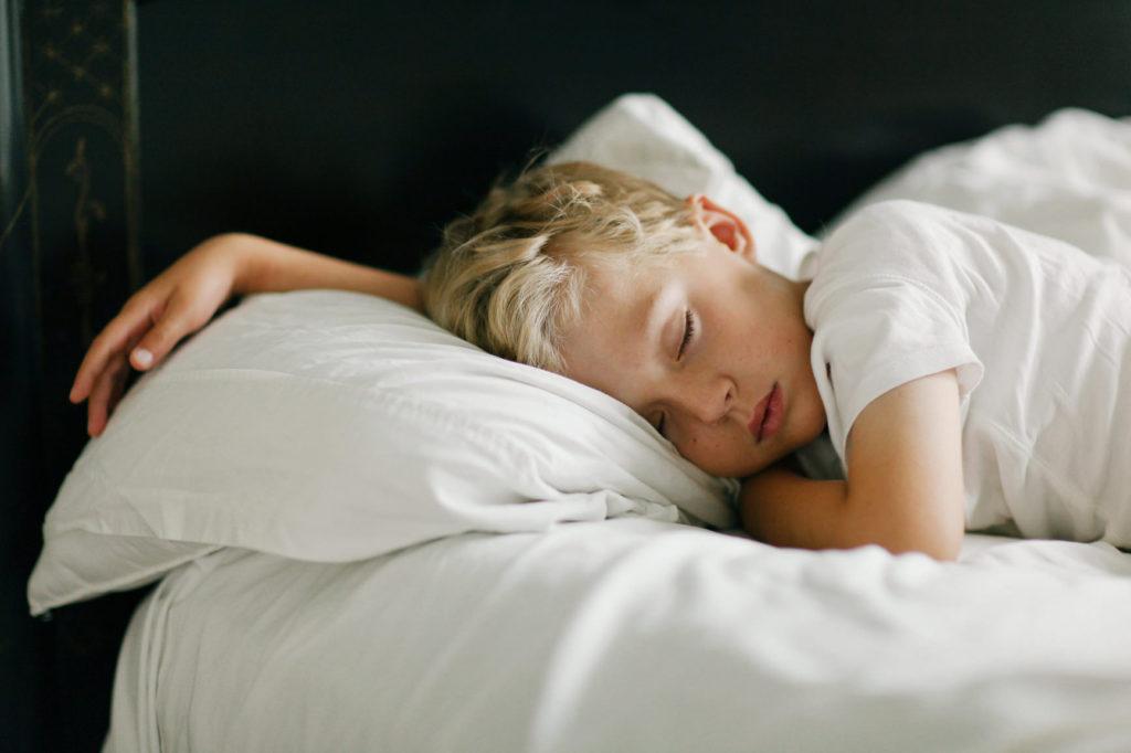 Daarom moet je kind voor 9 uur gaan slapen