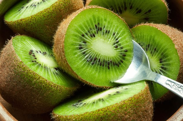In deze 10 voedingsmiddelen zit meer vitamine C dan in een citroen