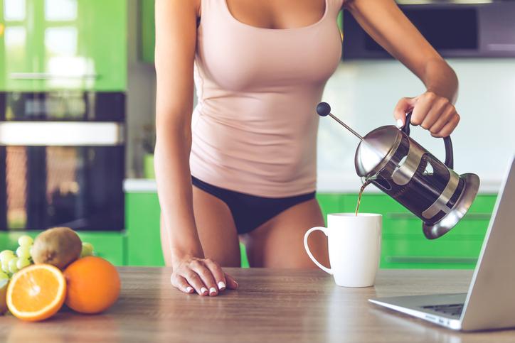 Deze 4 beautytips helpen je om er 's ochtends stralend uit te zien