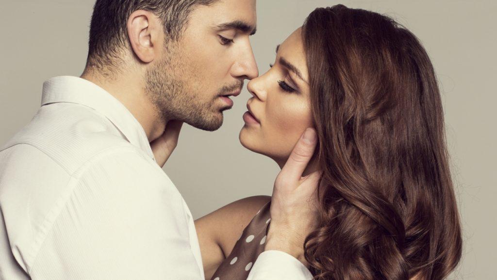 Deze 5 tips zorgen ervoor dat jij een onweerstaanbare kusser wordt!