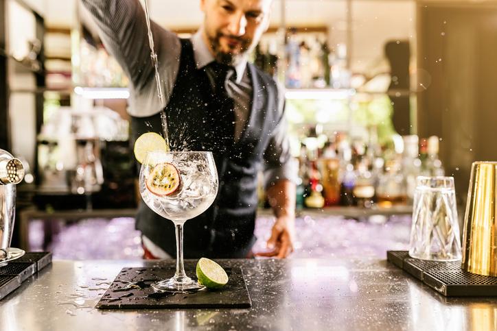 Deze 9 zaken zul je herkennen als je date met een barman