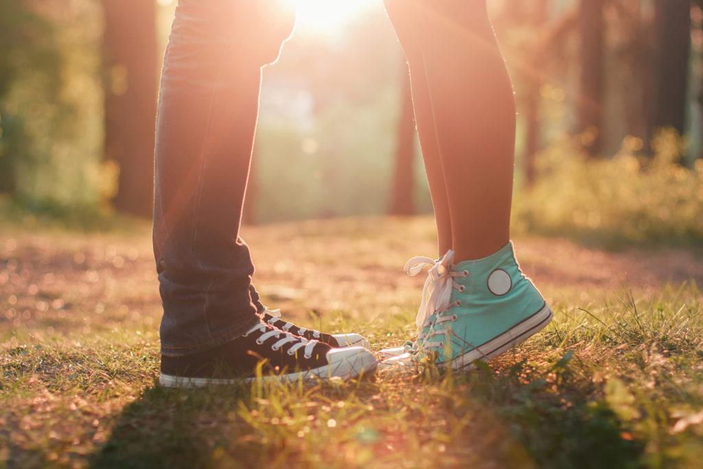 Deze problemen herken je als je een relatie hebt en nog thuis woont