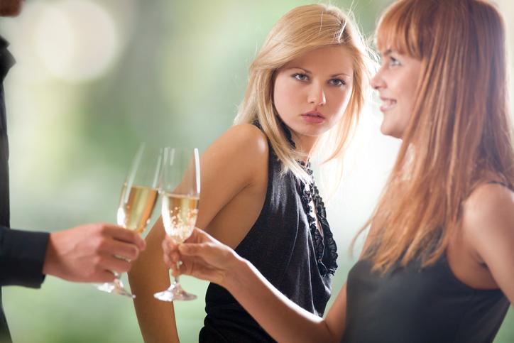 Dit zijn de beste manieren om jaloezie te onderdrukken