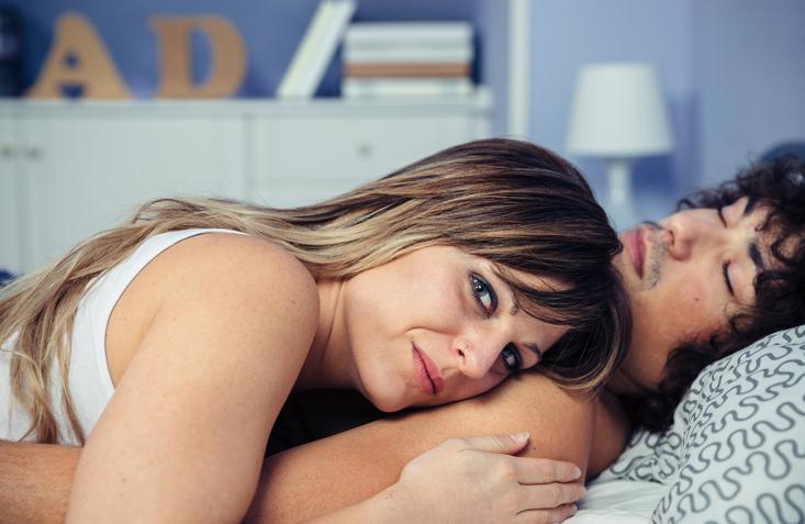 Dit zijn de struggles van samen slapen met je lover