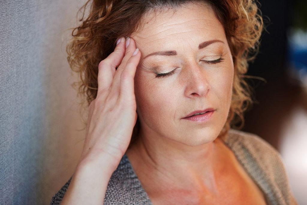 Is er een link tussen hoofdpijn en menopauze?