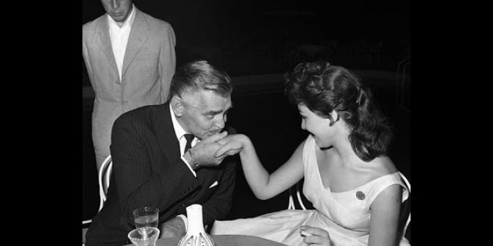 clark-gable-kiss-hand-actrice-vintage