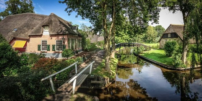 giethoorn village The Netherlands canal house