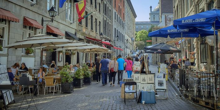 Montreal old city streets tourists art