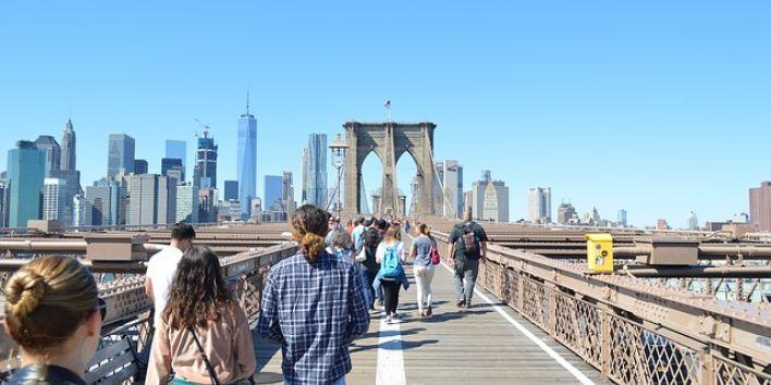NY Brooklyn bridge people walking