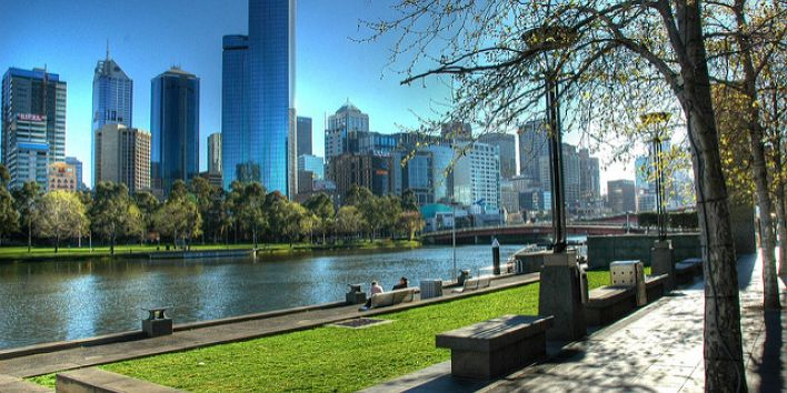 melbourne skyline river park people