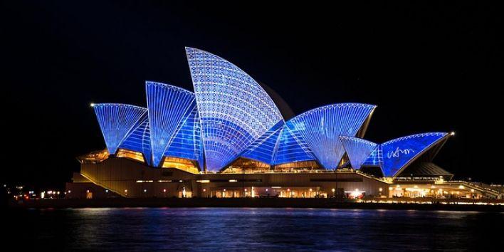 sydney operahouse night