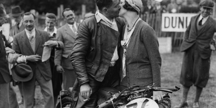 couple-kiss-love-vintage-motorcycle