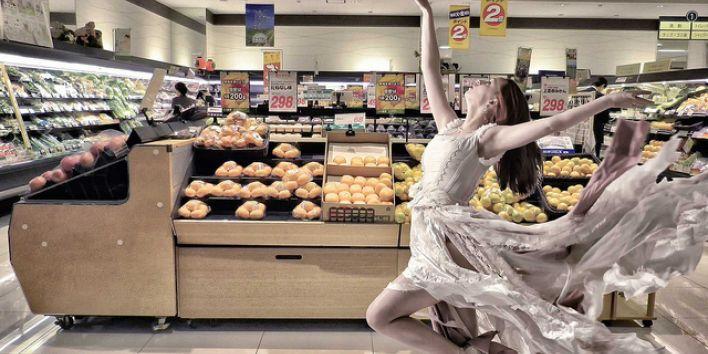 supermarket girl dancing