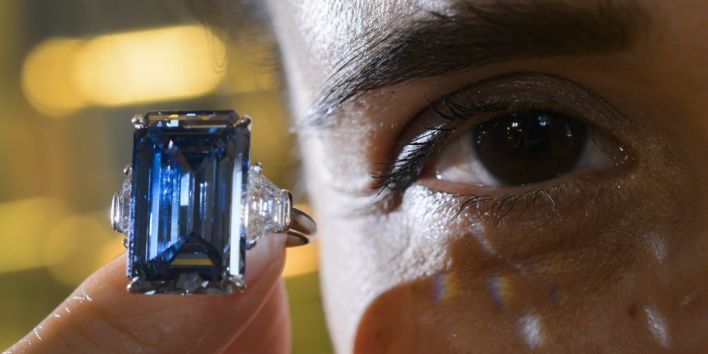 SWITZERLAND-AUCTION-DIAMOND-LUXURY-LIFESTYLE