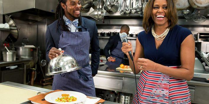 michelle-obama-in-wh-kitchen