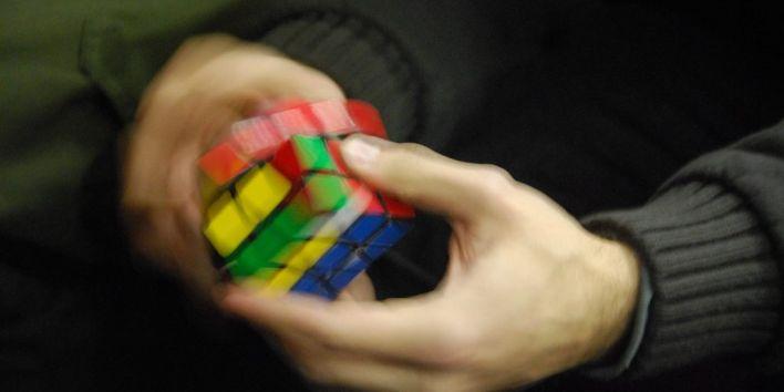 rubik cube hands toy