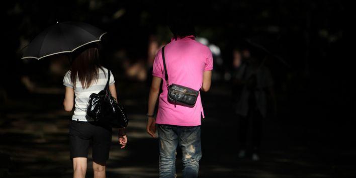 couple man woman street back meutral