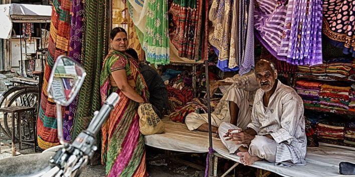 india shop street couple ba