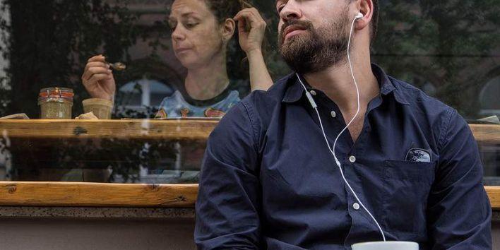 coffe break pause music ear phone