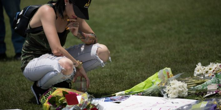 ORLANDO, FL - JUNE 13: April Ross pauses after laying flowers at a makeshift memorial at Dr. Phillips Center for the Performing Arts on June 13, 2016 in Orlando, Florida. The shooting at Pulse Nightclub, which killed 49 people and injured 53, is the worst mass-shooting event in American history. Drew Angerer/Getty Images/AFP
