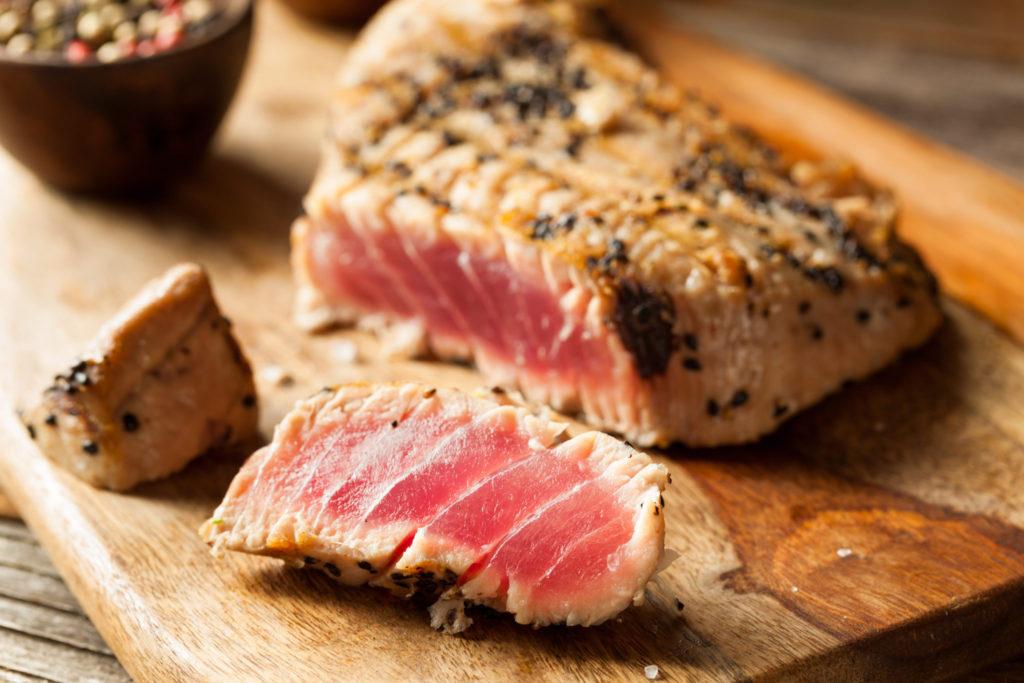 Gebakken tonijn met spinazie