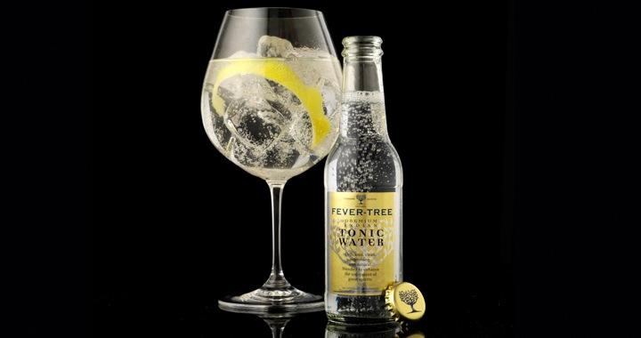 Gelukkige mensen drinken Gin Tonic