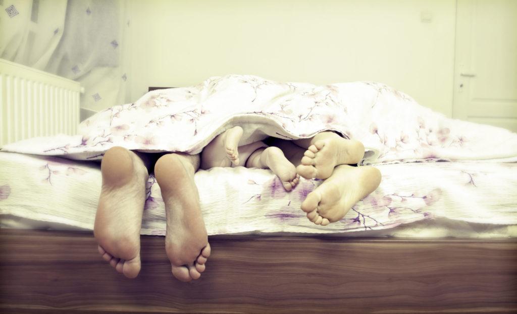 Het gemak van een bed met een hoge instap