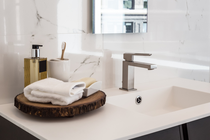 Geniale tips om je badkamer opgeruimd te houden