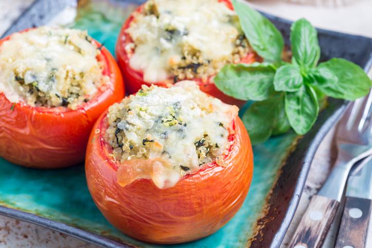 Gevulde tomaat met pesto en quinoa