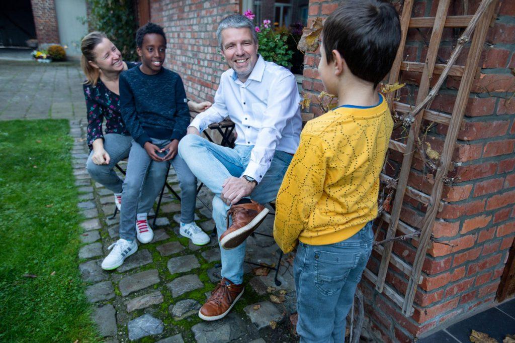 Vier jaar geleden verwelkomden David en Katia een pleegzoon: 'Zoals hij zijn er zovele anderen die wachten op een gezin …'