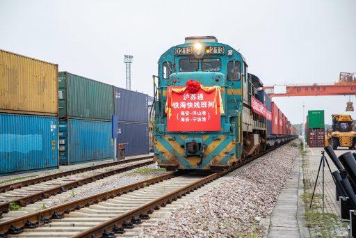 Het spoort tussen China en Europa: sterke stijging van het aantal goederentreinen tussen beide regio's