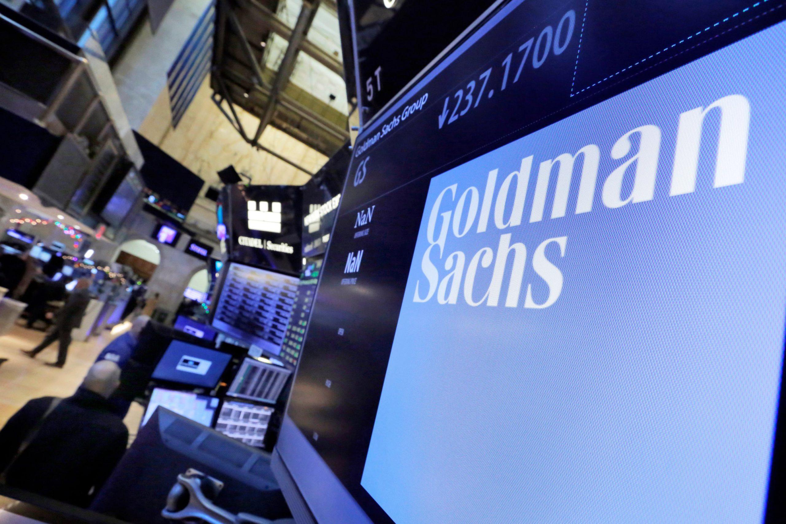 L'enseigne de la banque d'affaires Goldman Sachs est affichée sur l'écran d'un ordinateur