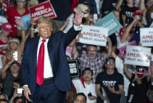Trump retourne en campagne, mais son test négatif au Covid-19 ne convainc pas les médecins