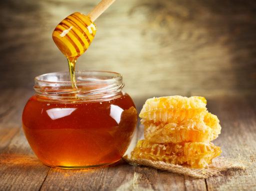 Helpt honing echt tegen (acuut) hoesten?