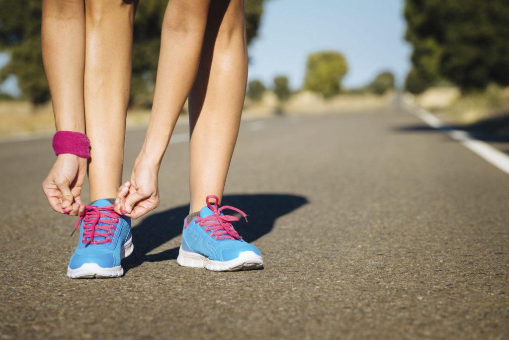 Hoe steken in je zij tijdens het lopen vermijden?