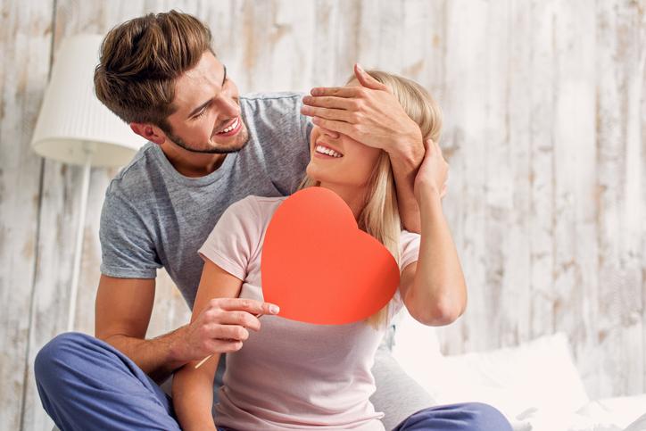 Hoe weet je of een jongen je leuk vindt of echt een relatie met je wil?