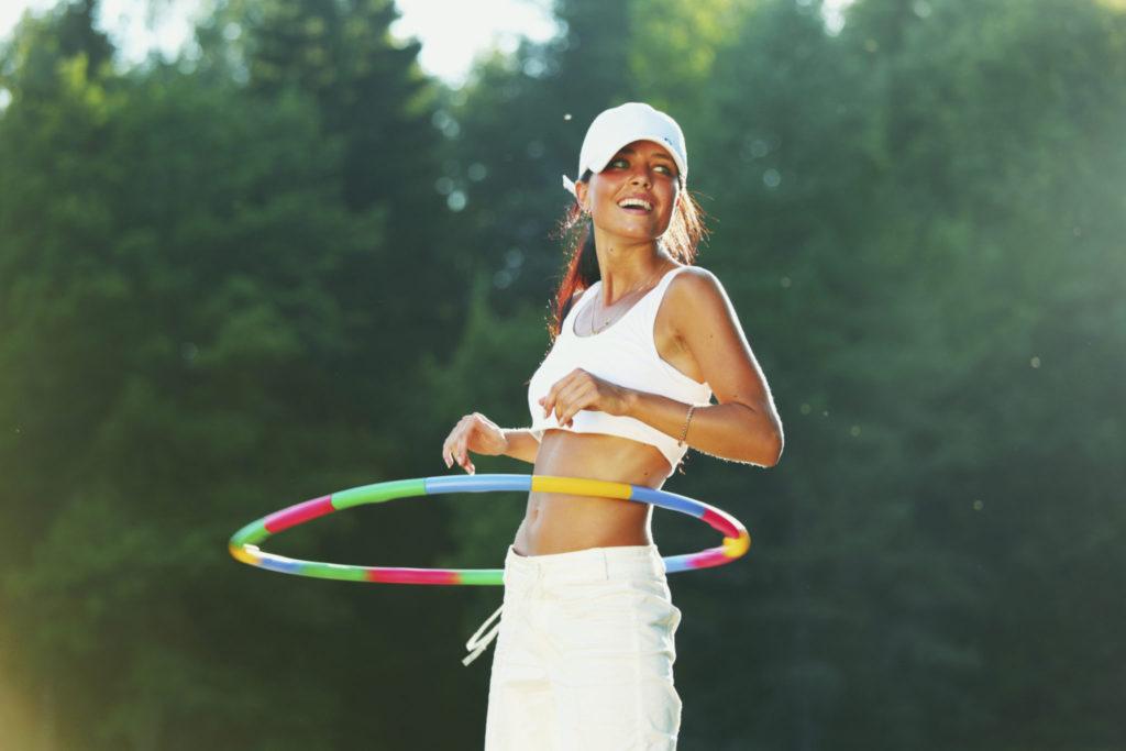 Hoelahoepen, de ideale workout voor een slanke taille!