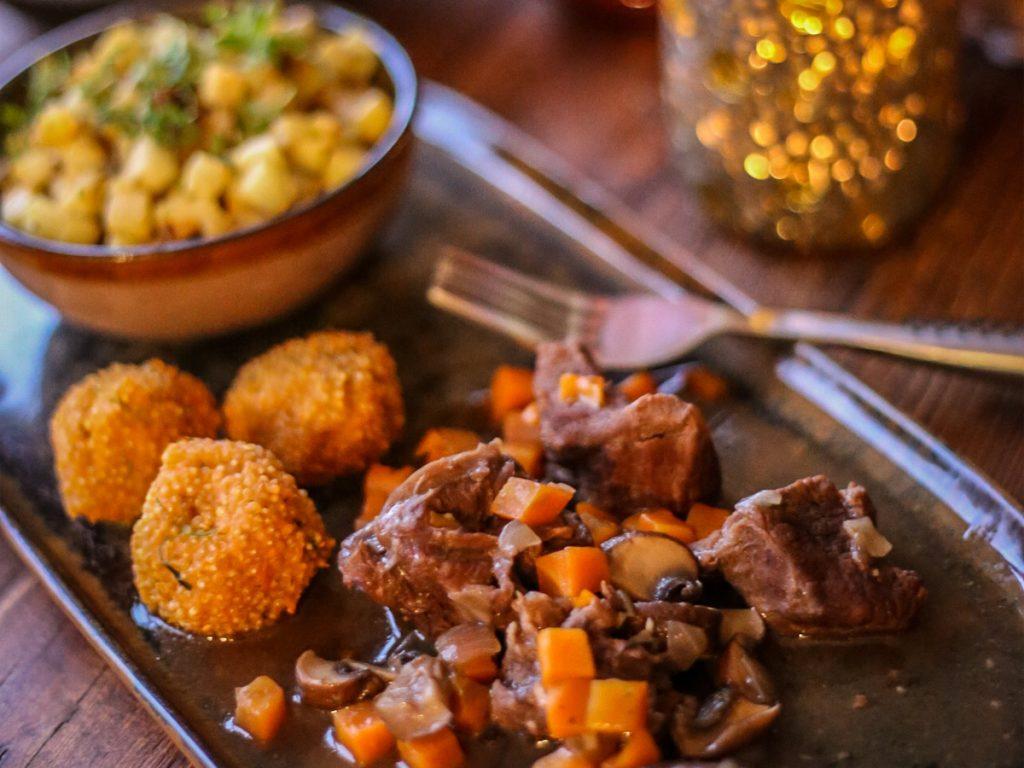 Nog steeds geen idee wat te koken op Kerstmis of Nieuwjaar? Dit menu van Claudia Van Avermaet tover je zo op tafel (én het is nog gezond ook!)