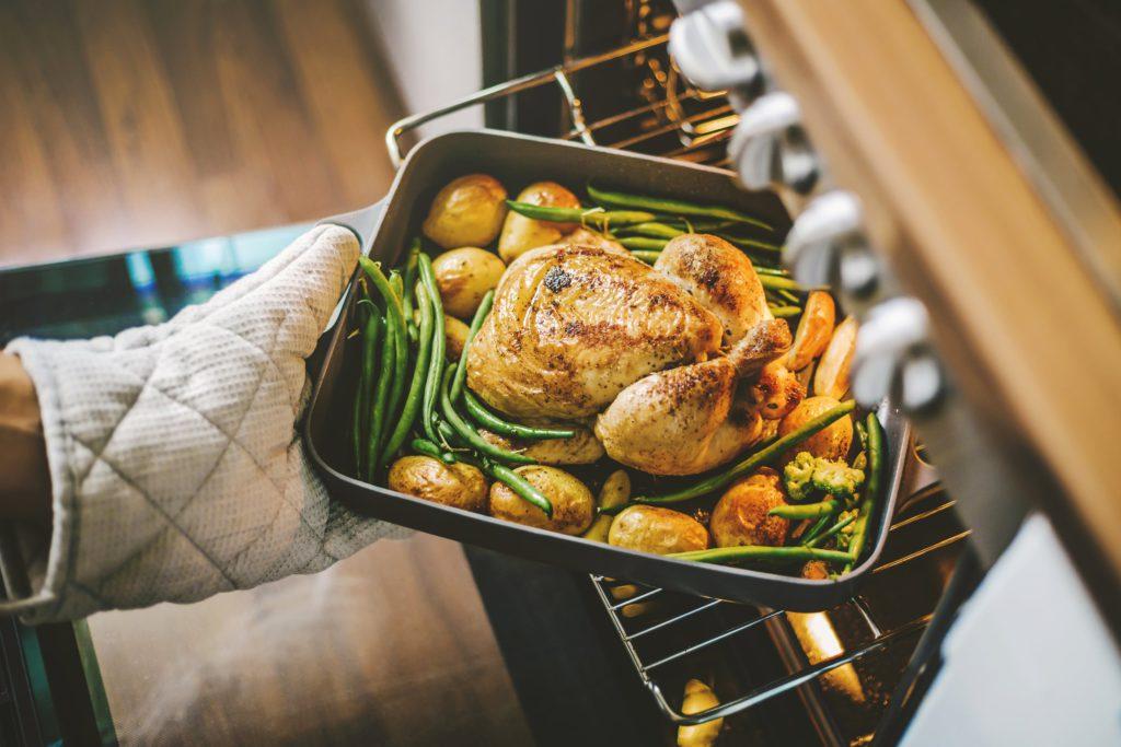 Voor eens en voor altijd: is het vel van kip ongezond?