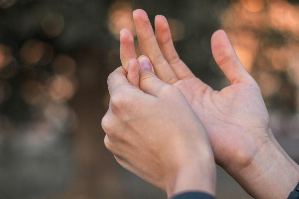 Pijn in vingers en handen: mogelijke oorzaken