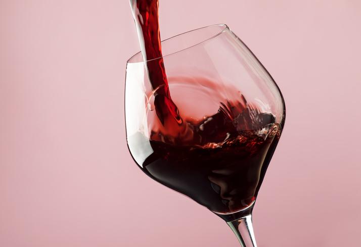 Waarom sommige mensen hoofdpijn krijgen van rode wijn