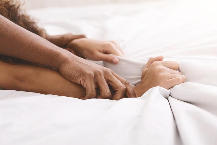 SOS gewoonteseks: de seksuoloog geeft 10 tips voor meer passie tussen de lakens