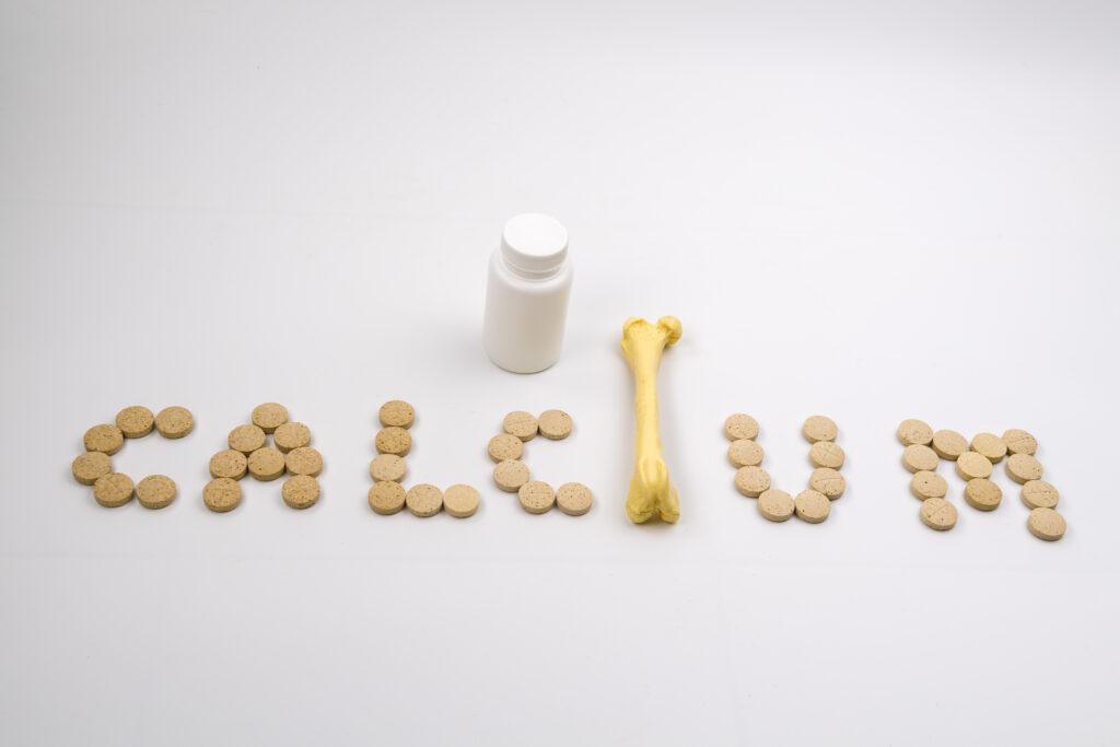Drie functies die calcium in ons lichaam heeft, naast die als bouwsteen voor onze botten